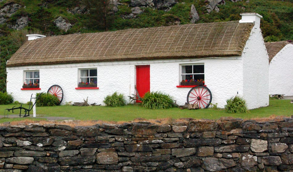 Irish Culture - Picture of Traditional Irish Thatched Cottage